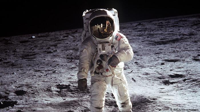 Ay'a İlk Kez Kadın Astronot Ayak Basacak