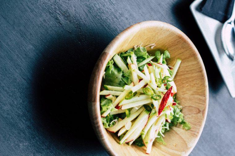 Bugün Çok Yedim Salatası: Elmalı Cevizli