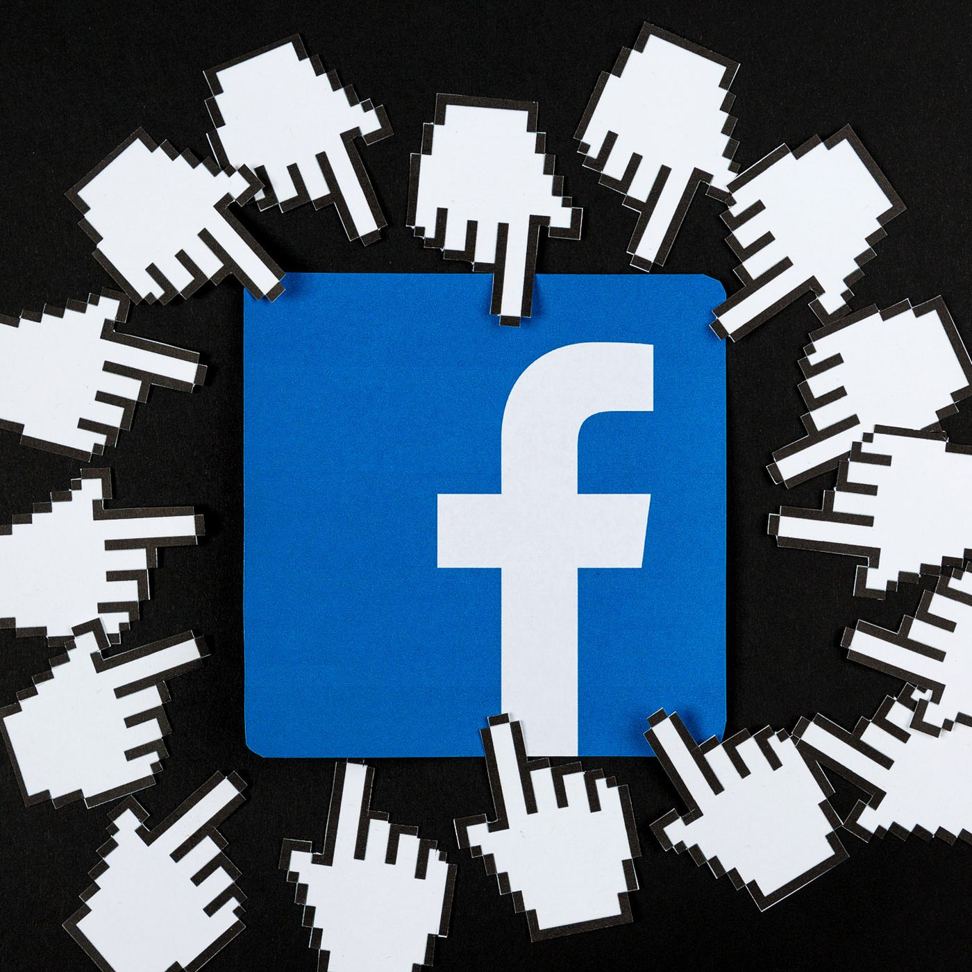 Facebook Kullanıcıları Karanlık Modu Test Ediyor