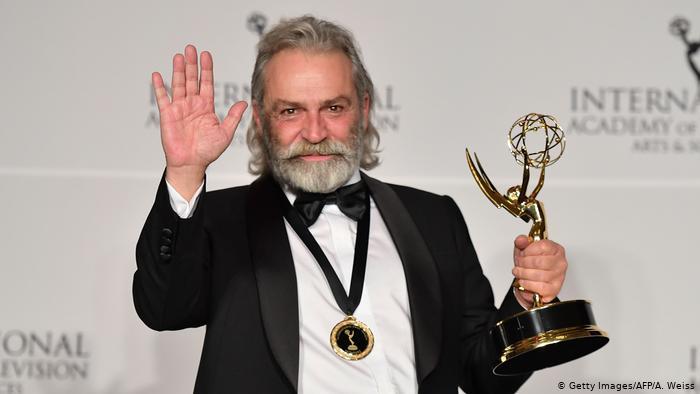 Haluk Bilginer'e Uluslararası Emmy Ödüllerinde En İyi Erkek Oyuncu Ödülü Verildi