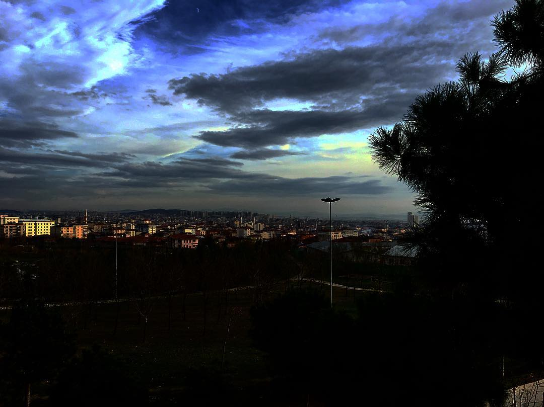 Mavi Gökyüzü Akşam Üstü Manzarası