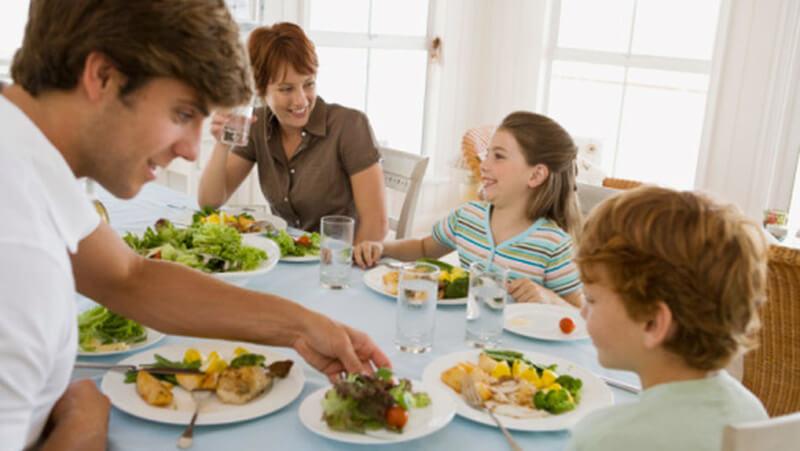 Yemek Yerken Yaptığımız 10 Yanlış